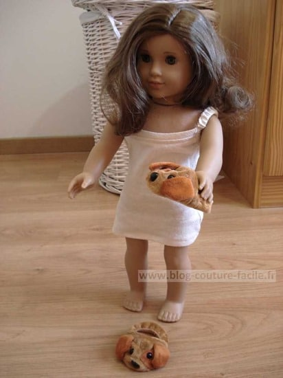 poupée rebecca avec ces chaussons