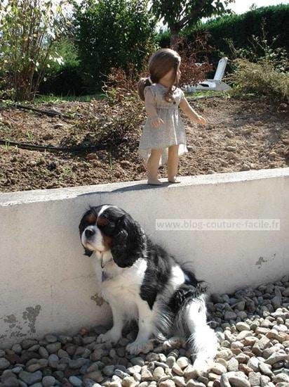 chien et poupée american girl