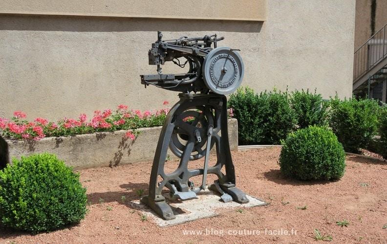 ancienne machine à coudre de Barthelemy Thimonnier
