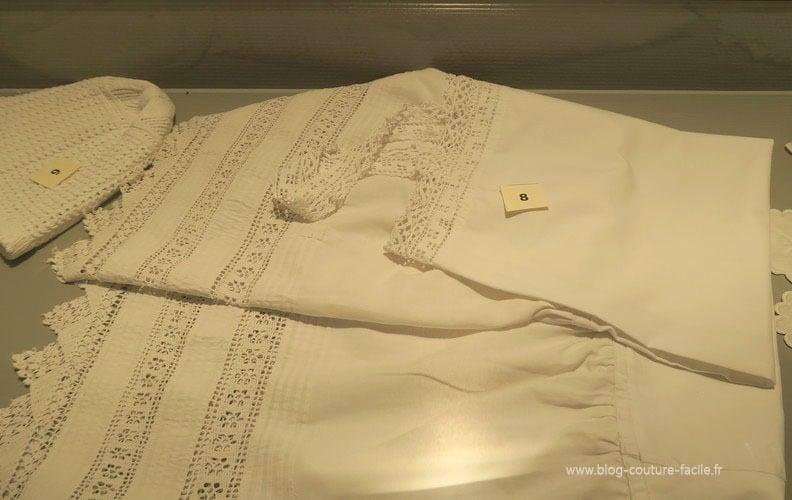 chemise-de-nuit-et-bonnet-ancien