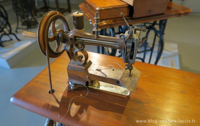 machine a coudre Journaux Leblond