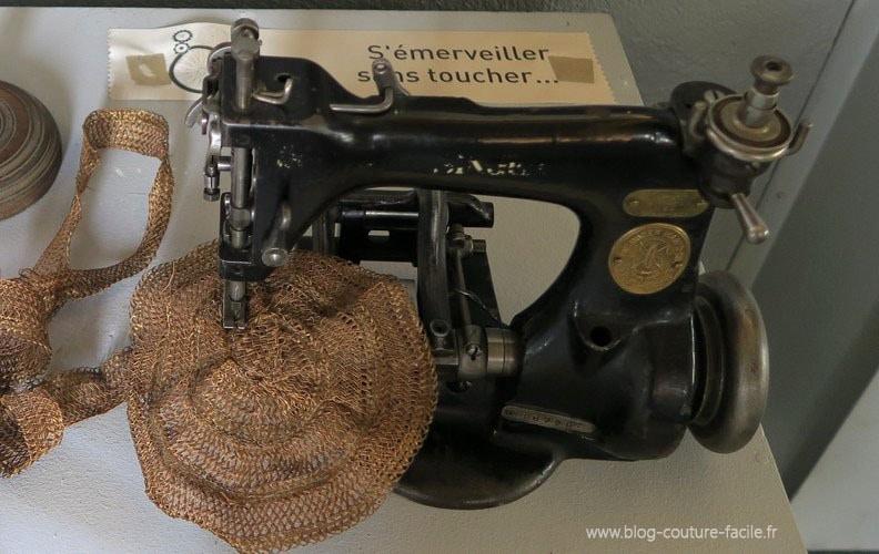 machine a coudre SINGER 1913 paille chapeaux