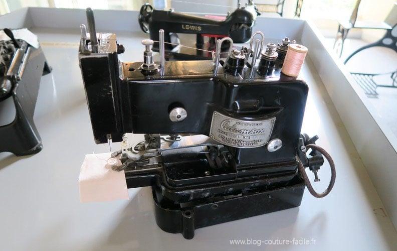 machine a coudre industrielle ADAMSON boutons