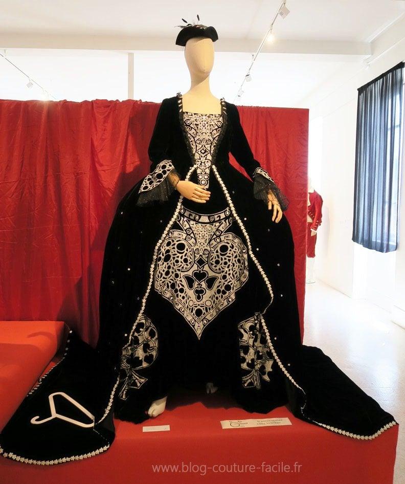costume-la-comtesse-la-dame-de-pique