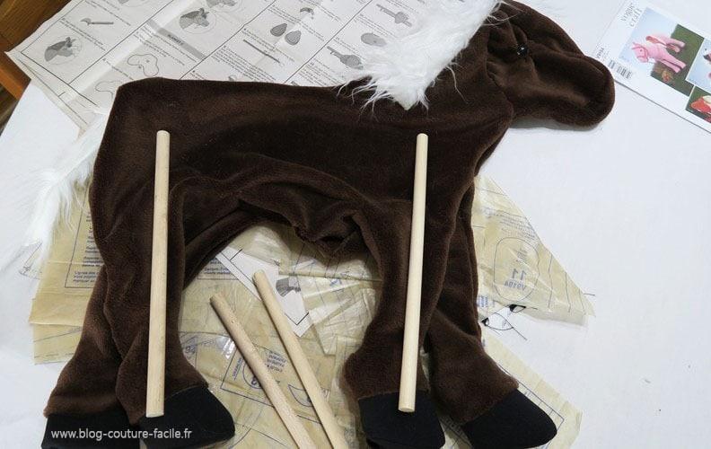 goujon bois de maintien pour peluche cheval