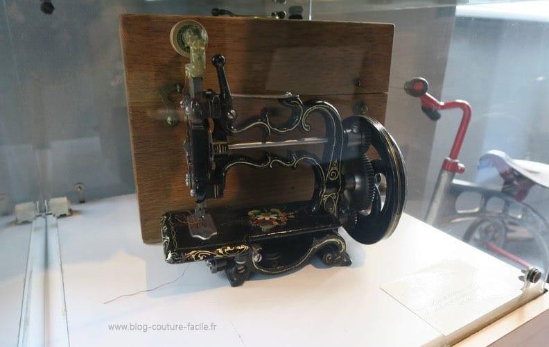 machine-a-coudre-jouet-ancien-pour-enfant-2