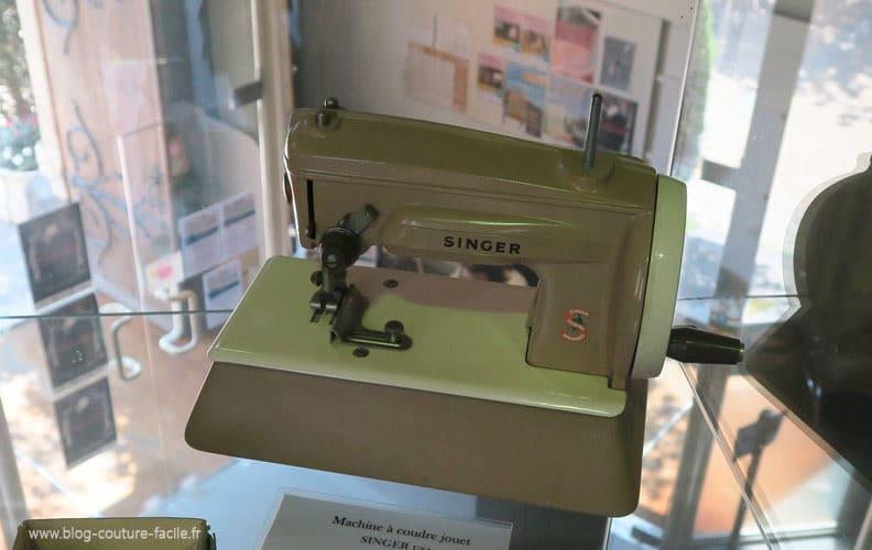 machine-a-coudre-jouet-ancien-pour-enfant