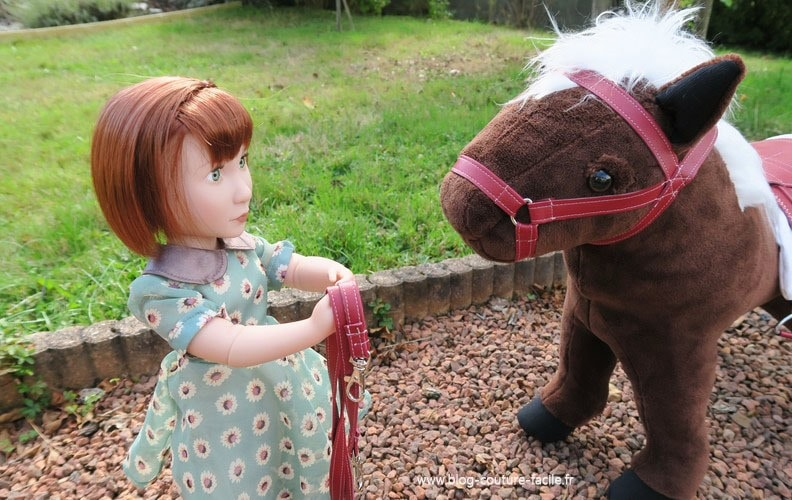 peluche sangle cheval de poupee