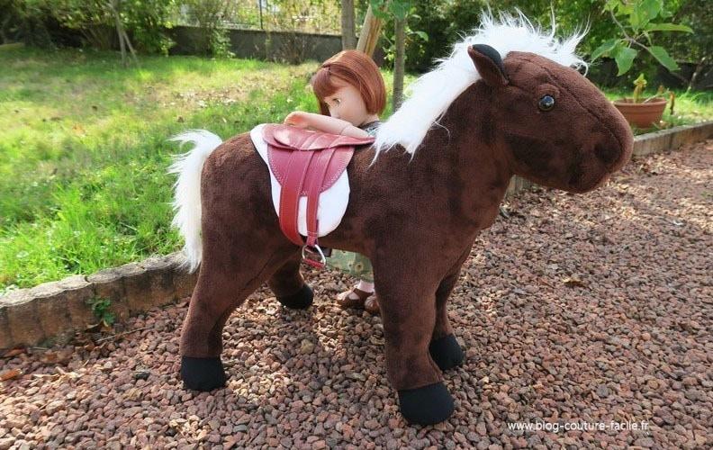 peluche selle cheval de poupee
