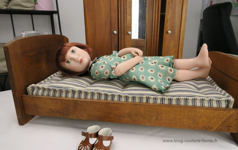 poupee-sur-lit-ancien